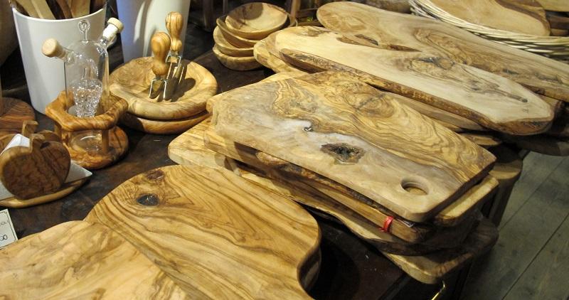 co warto kupić we Włoszech, co kupić we włoszech, co warto przywieźć z toskanii, co warto przywieźć z Włoch, jakie pamiątki warto przywieźć z Włoch, pamiątki z Włoch, prezenty z Włoch, Orvieto, drewno oliwkowe, przedmioty z drewna oliwnego