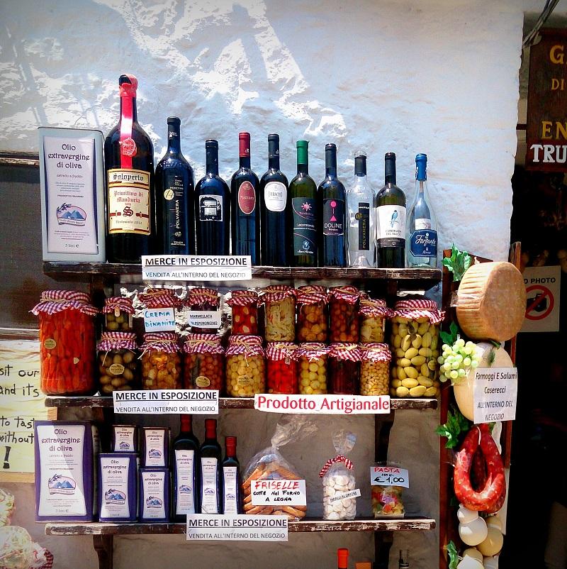 co warto przywieźć z Apulii, co warto przywieźć z Włoch, jakie pamiątki warto przywieźć z Włoch, pamiątki z Włoch, prezenty z Włoch, wina włoskie, Włochy ceny