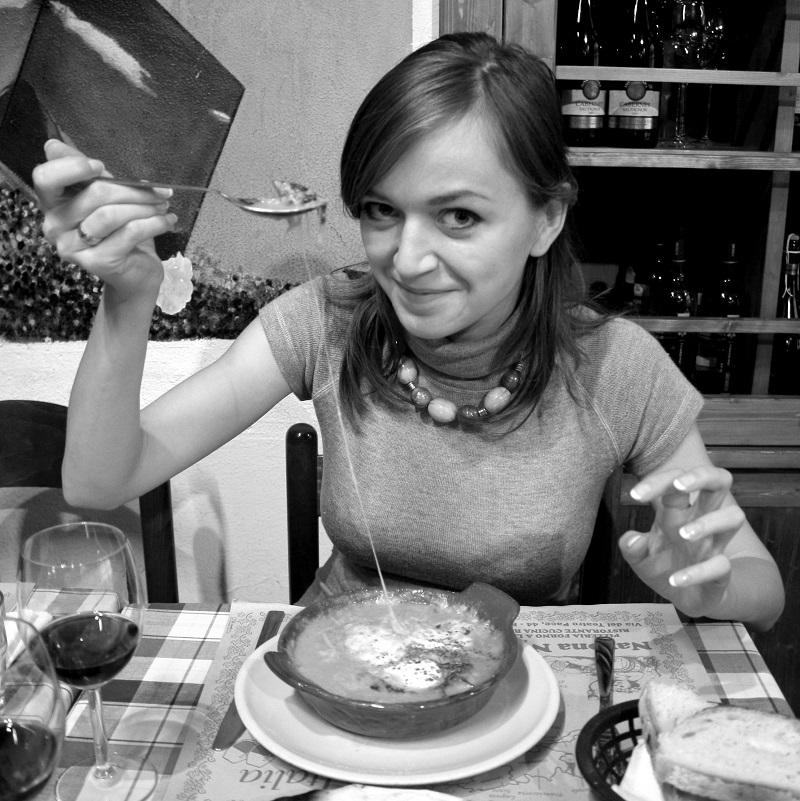 wyciąg z oregano, olej z oregano, co na przeziębienie, co na wirusy, jak działa olej z oregano, właściwości oregano, włoskie jedzenie, które leczy, kuchnia włoska