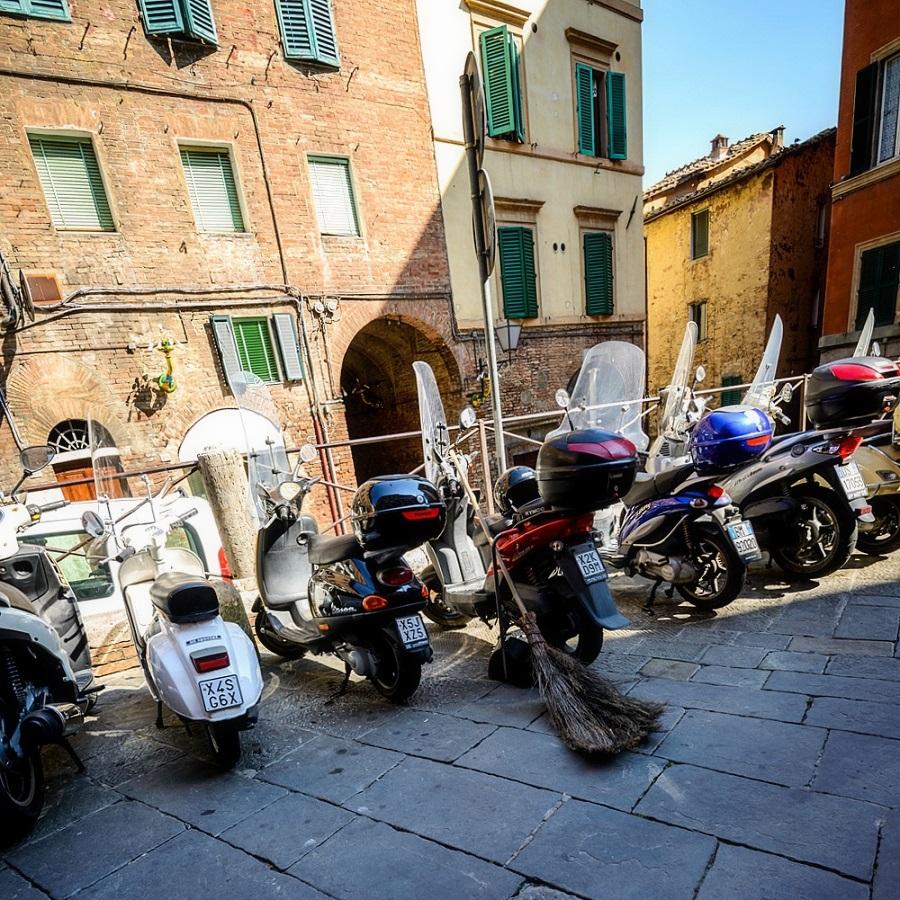 Włochy, Toskania, autentyczna podróż do Włoch, skutery, Siena