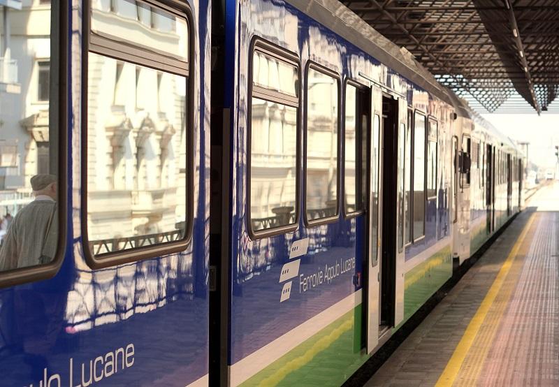 pociągiem po Apulii, Apulia, dworce kolejowe Bari, pociągi Apulia, jak zwiedzać Apulię, co trzeba wiedzieć o Apulii, ferrovie appulo lucane