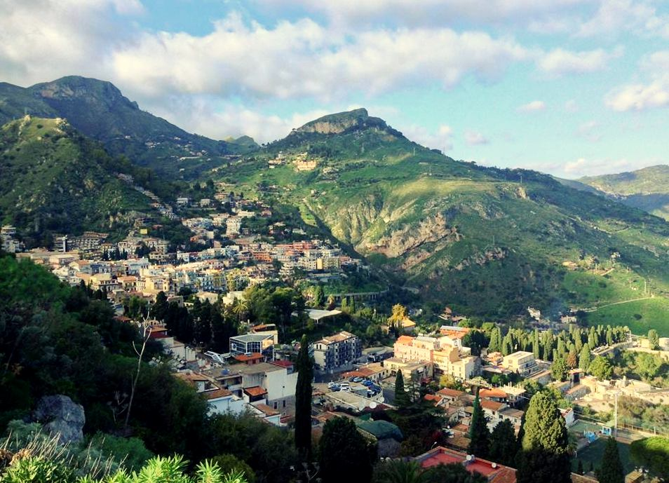 Sycylia co warto zobaczyć, Sycylia, Castelmola, co warto zobaczyć w Castelmola, noclegi w Castelmola, Katania, Katania co warto zobaczyć, Taormina