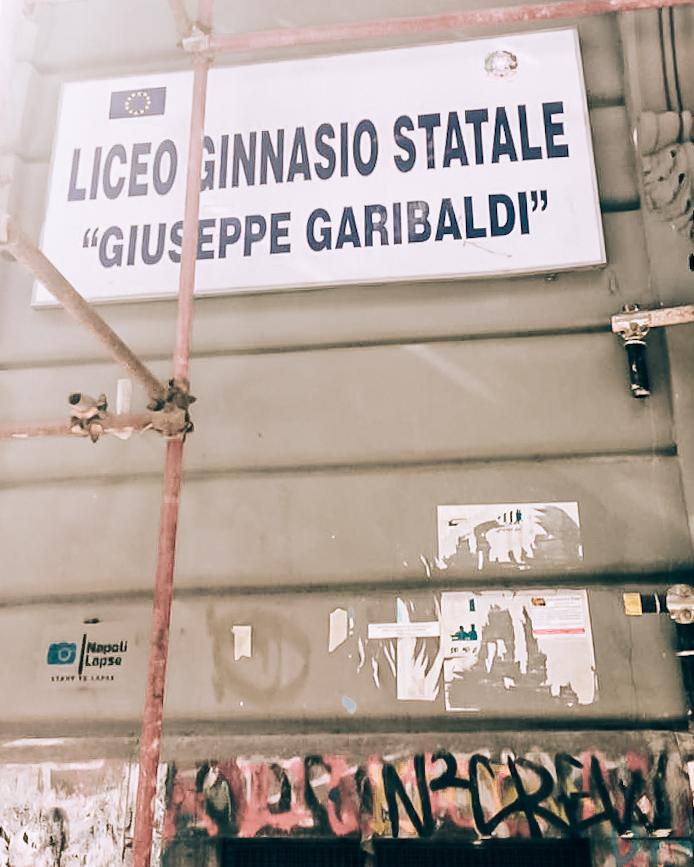 Liceum Lenu, Neapol śladami Ferrante, Liceum w Neapolu