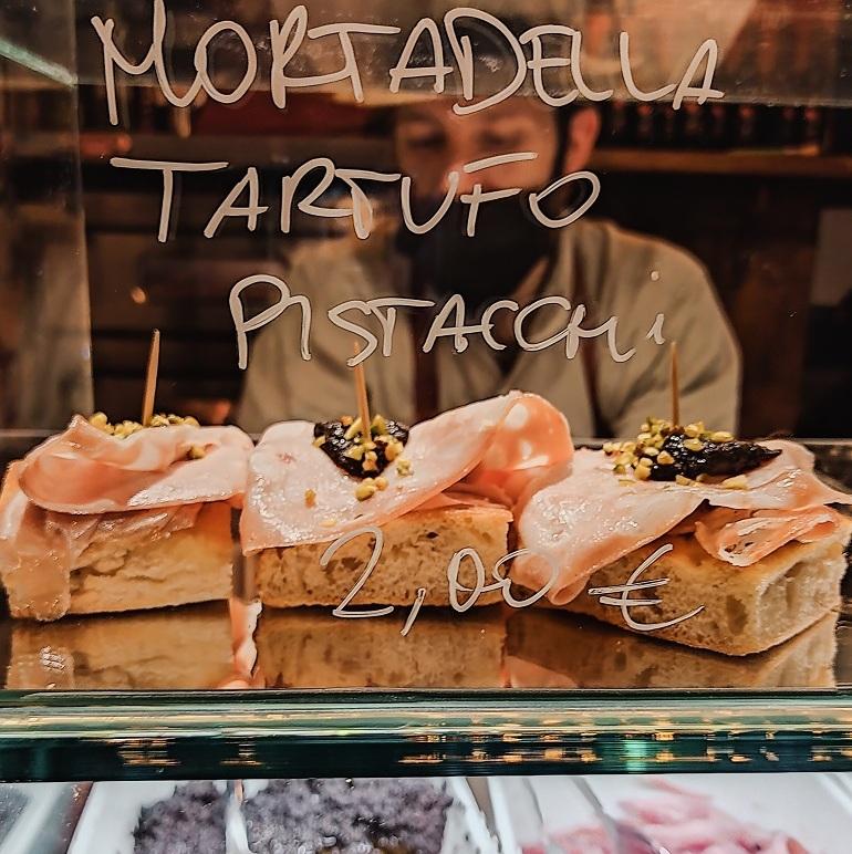 cicchetti, jedzenie w Wenecji, Wenecja jedzenie, co zjeść w Wenecji, przysmaki Wenecji, Wenecja lokalne smaki, włoska mortadela